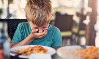 Tiêu chảy, nôn mửa và co thắt dạ dày có thể là các triệu chứng khi trẻ em nhiễm COVID-19