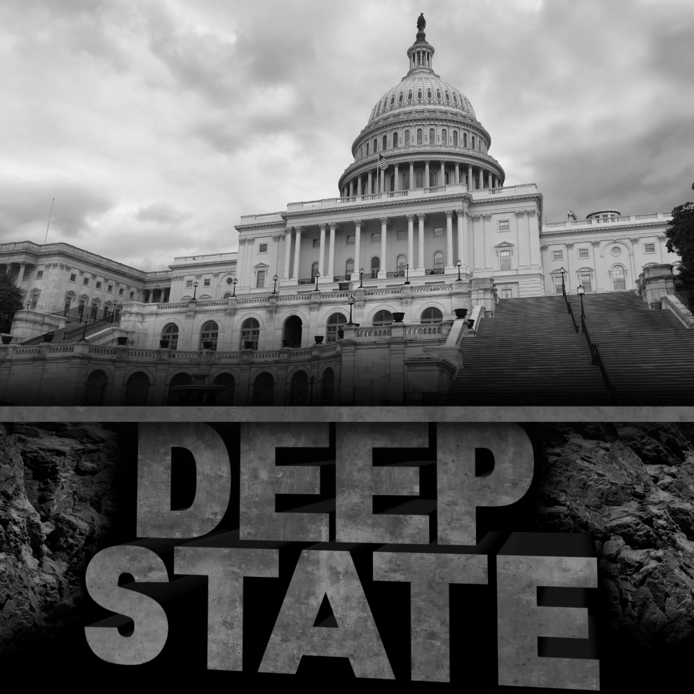 """Các thế lực Nhà nước Ngầm (Deep State) biết rằng, để """"âm mưu"""" đảo chính này thành công, phải làm cho nó không được giống như một âm mưu."""