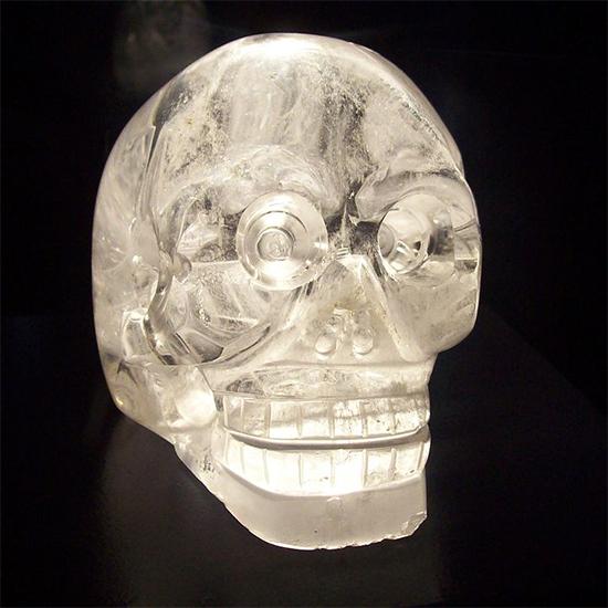 Mãi đến đầu thế kỷ XX, sau khi phát hiện ra một hộp sọ pha lê trong tàn tích của người Maya cổ đại, người ta mới bắt đầu tin tưởng nó thực sự tồn tại. (Wikipedia)
