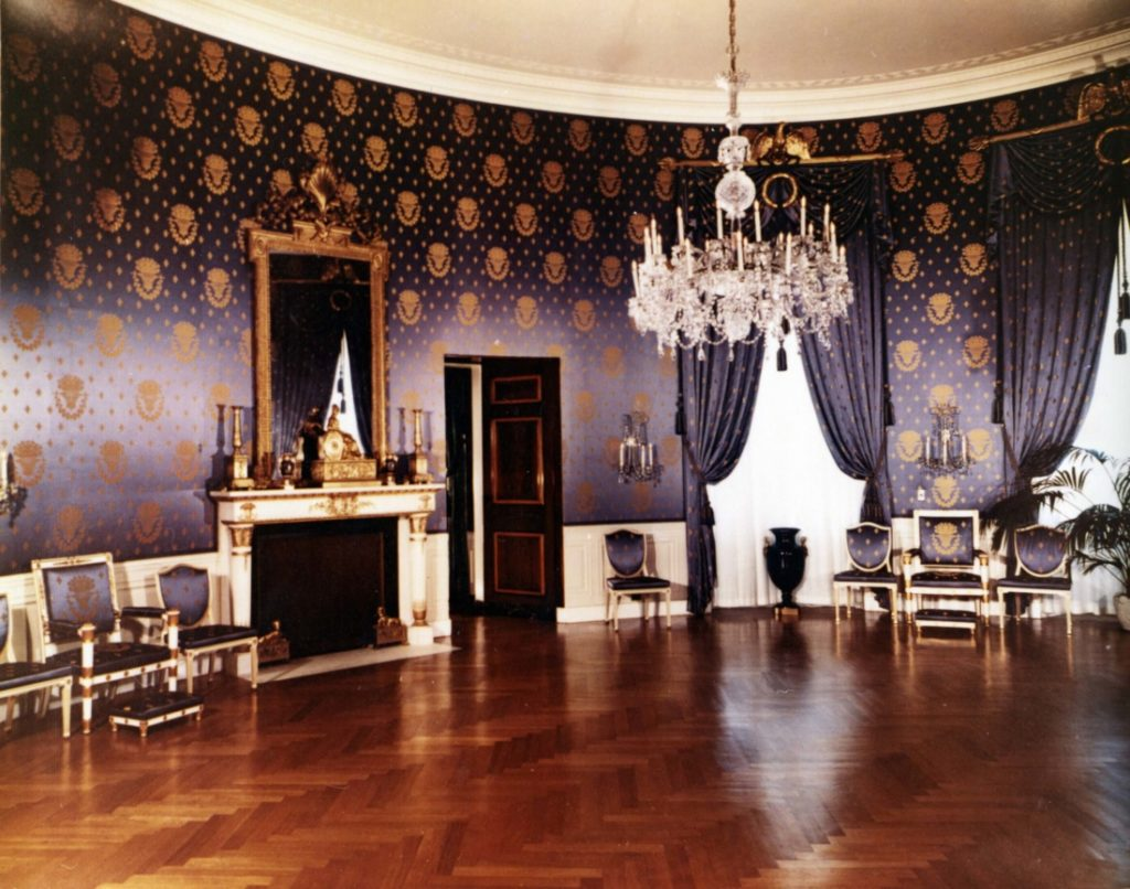 Blue Room (Phòng Xanh): Nơi diễn ra đám cưới đầu tiên và duy nhất của Tổng thống Mỹ