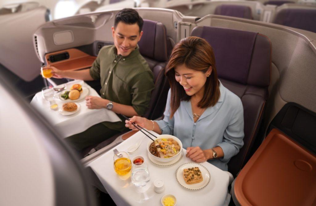 Thời buổi khó khăn: Singapore Airlines biến máy bay đậu ở đường băng thành nhà hàng