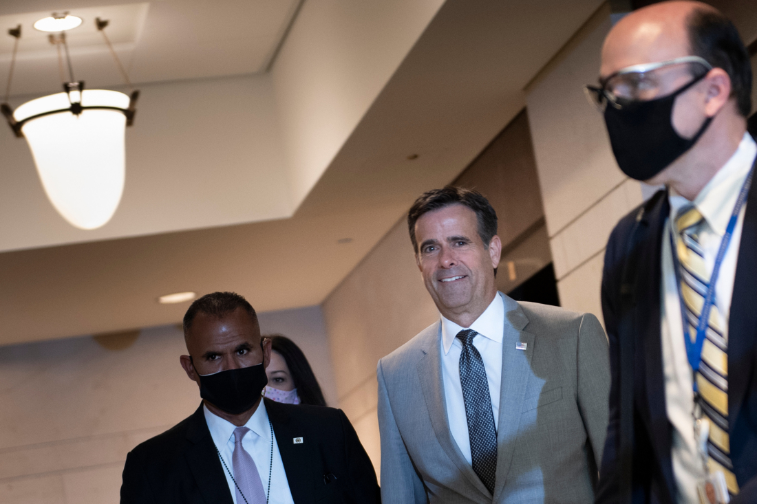 Giám đốc Tình báo Quốc gia Hoa Kỳ John Ratcliffe đến dự một cuộc họp với các nhà lập pháp ở Capitol Hill về các báo cáo về việc Nga treo thưởng cho việc giết hại quân đội Hoa Kỳ ở Afghanistan, ngày 2/7/2020, tại Washington, DC. (Ảnh của BRENDAN SMIALOWSKI / AFP qua Getty Images)
