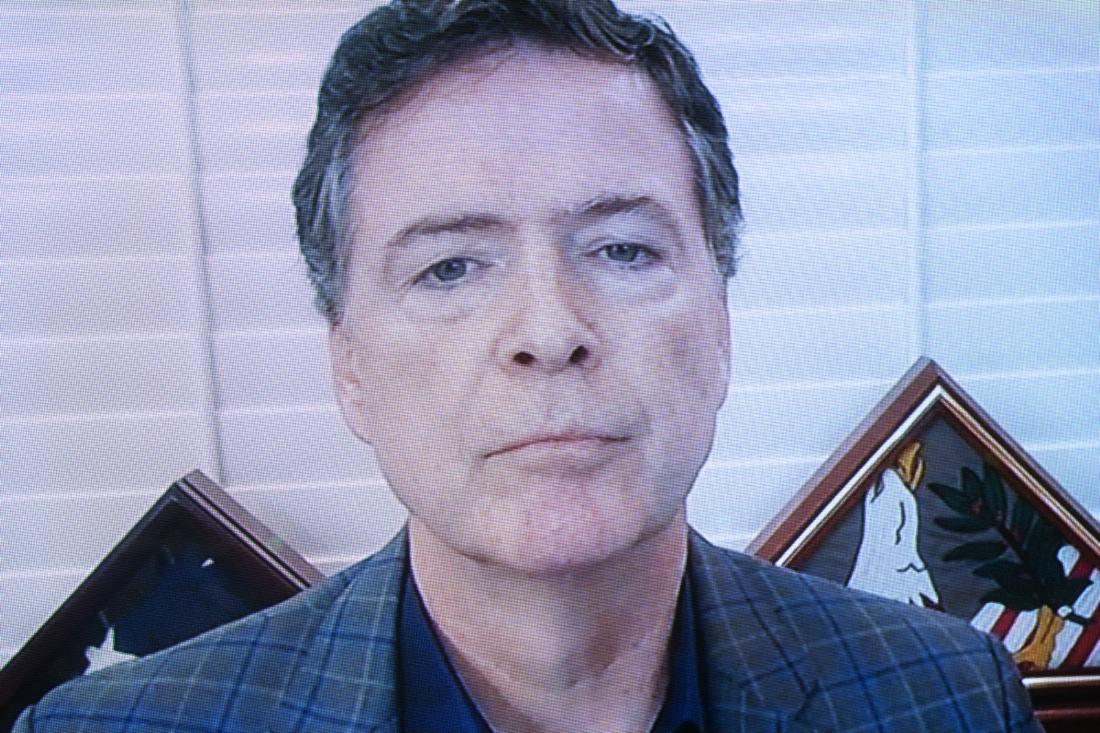 Cựu giám đốc Cục Điều tra Liên bang FBI James Comey, phát biểu trong phiên điều trần hôm Thứ Tư, ngày 30/9/2020 tại Capitol Hill ở Washington, DC. Ủy ban đang lật lại cuộc điều tra của FBI về chiến dịch tranh cử của ông Donald Trump năm 2016 và sự can thiệp bầu cử của Nga. (Ảnh của Stefani Reynolds-Pool / Getty Images)
