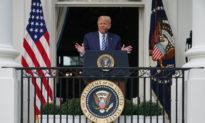 TT Trump khen ngợi lực lượng cảnh sát trong sự kiện công khai đầu tiên hậu COVID-19