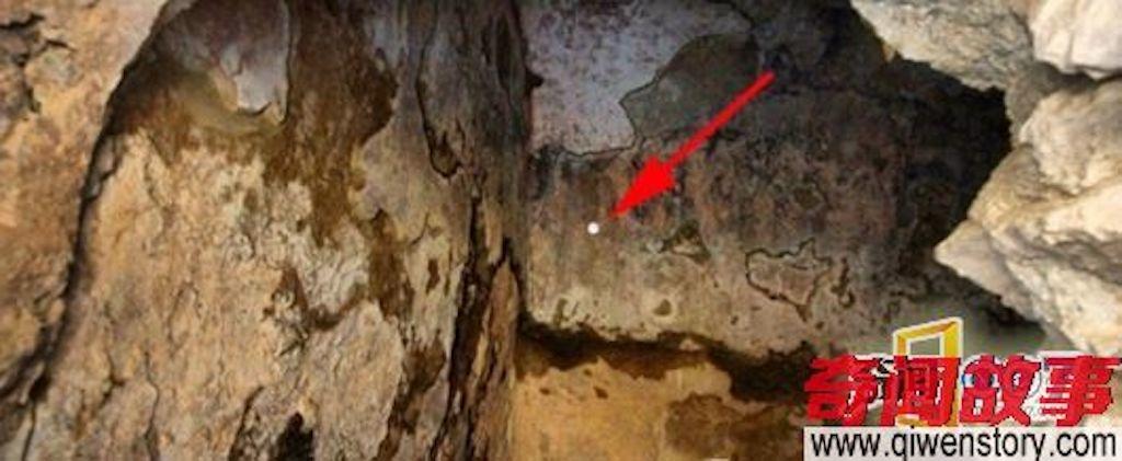7 thiếu niên đi nhầm vào hang động thần bí ngủ 200 năm