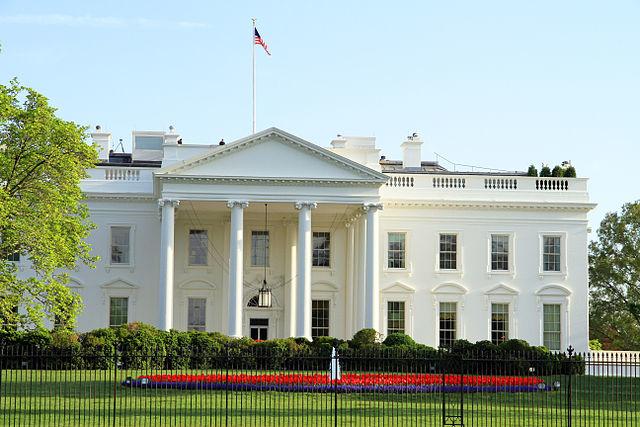 """Nhà Trắng trở thành ổ dịch khi virus dường như chỉ nhắm mục tiêu vào đảng viên đảng Cộng hòa mà """"ưu ái"""" bỏ qua đảng viên Dân chủ. (Wikimedia Commons)"""
