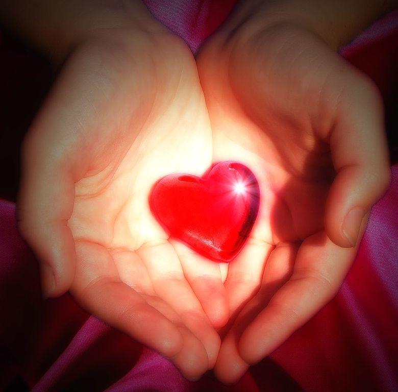 Chỉ có yêu bản thân thì mới có thể yêu người khác, yêu thế giới, mới có thể thực sự có được hoan hỉ, yên định và không sợ hãi, mới có thể có được tấm lòng rộng mở.