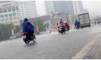 Áp thấp nhiệt đới mạnh lên thành bão hướng vào miền Trung, Bắc Bộ và Hà Nội tiếp tục mưa lớn