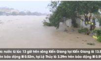 Mưa lũ nhấn chìm nhiều làng mạc, miền Trung sơ tán khẩn cấp 11.000 dân