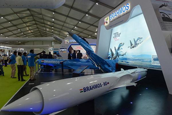 Ấn Độ bắn thử thành công tên lửa siêu thanh mới 'BrahMos'
