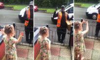 Cô bé học ngôn ngữ ký hiệu để chào người tài xế giao hàng khiếm thính