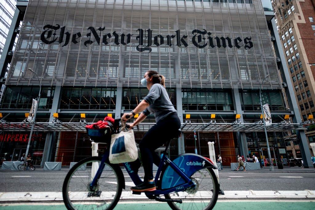 Tỷ phú Slim đang thực hiện tất cả các loại giao dịch kinh doanh béo bở với ĐCSTQ trong khi lại có quyền lực ảnh hưởng đến mặt kinh doanh và đường hướng của tờ The New York Times.