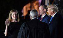"""Thẩm phán Barrett tuyên thệ nhậm chức: 'Tôi sẽ làm tròn bổn phận của mình mà không e sợ hay thiên vị"""""""