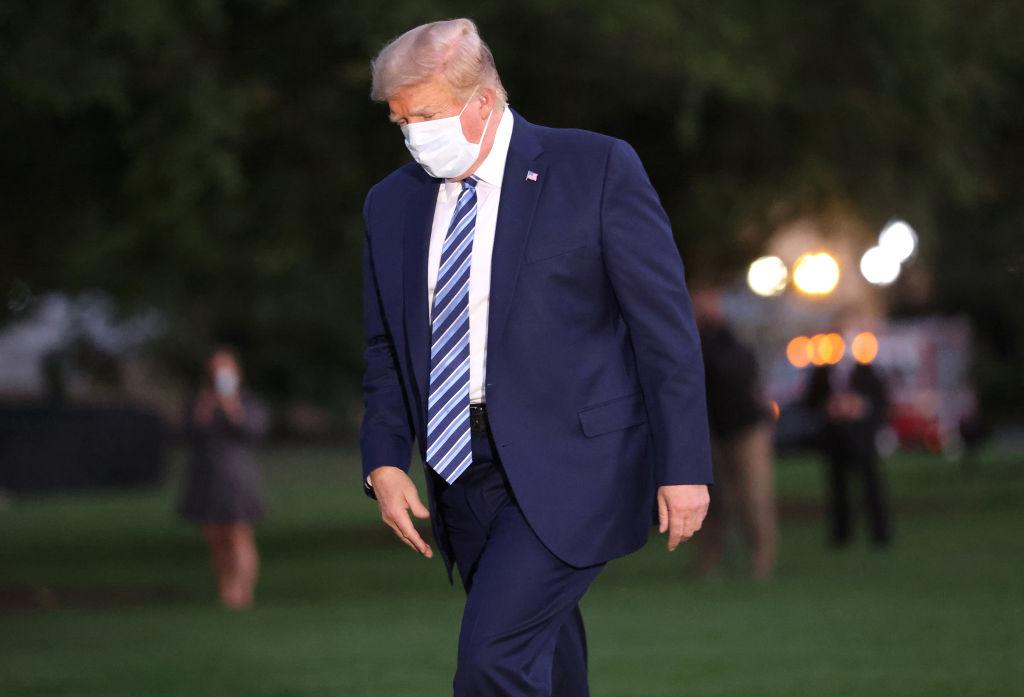 """Và sau 7 tháng lũng đoạn nước Mỹ, virus Vũ Hán đã thành công. Nó """"tấn công"""" vào thời điểm một tháng trước cuộc bầu cử, vào thời điểm quá hoàn hảo để được coi là """"ngẫu nhiên""""."""