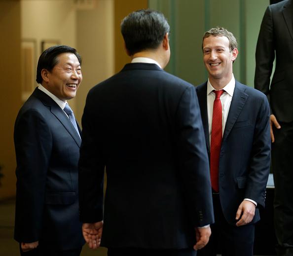 Ông Tập Cận Bình và Giám đốc điều hành Facebook Mark Zuckerberg đã có cuộc đàm phán tại Redmond, bang Washington hôm 23/9/2015. (Ảnh Ted S. Warren-Pool/Getty Images)