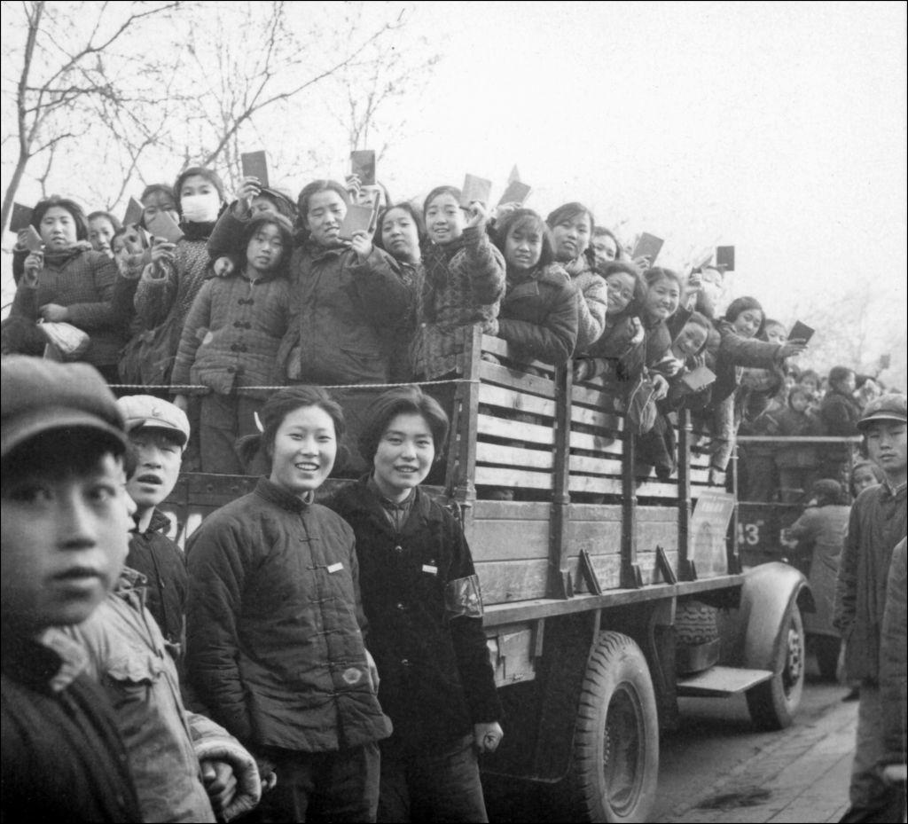 Tự do tình dục trong thập niên 1930 của ĐCSTQ khiến những chiến sĩ hồng quân đã kết hôn bị dao động, lo lắng sau khi gia nhập quân đội thì vợ sẽ ngoại tình, ly hôn, ảnh hưởng đến sức chiến đấu.