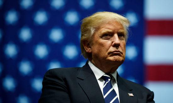Tổng thống đắc cử Donald Trump trong một cuộc biểu tình tại DeltaPlex Arena, ngày 9 tháng 12 năm 2016 ở Grand Rapids, Michigan (Ảnh của Drew Angerer / Getty Images)