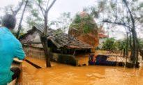 Quảng Bình: Nước lũ vượt mốc 'đại hồng thủy' năm 1979, người dân kêu cứu
