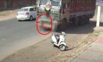 [Video] Nghẹt thở với khoảnh khắc bé trai bị cuốn vào gầm xe tải, may mắn thoát chết ngoạn mục