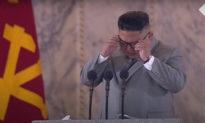 Video: Kim Jong Un gạt nước mắt khi thốt lên lời 'xin lỗi' hiếm hoi về những khó khăn của Triều Tiên
