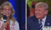 Cử tri nói với TT Trump: 'Ngài thật đẹp trai khi cười', khán giả vỗ tay, cánh tả thì sôi sục