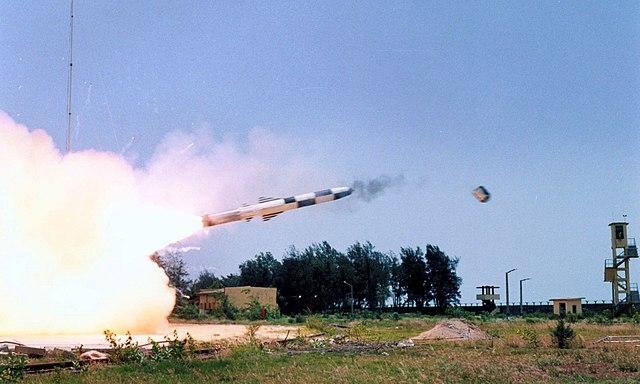 Ấn Độ bắn thử tên lửa siêu thanh BrahMos từ máy bay phản lực, đánh chìm tàu với 'độ chính xác chết người'