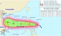 Bão số 13 rất nhanh và mạnh đang vào biển Đông, mưa lớn diện rộng ở Trung Bộ