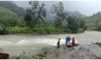27 du khách cùng 7 người dân đang mắc kẹt trên núi Tà Giang ở Khánh Hòa
