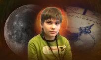 Cậu bé sao Hỏa lại đưa ra thuyết vũ trụ chấn động: Nguồn gốc mặt trăng và thời gian Trái đất đã được gia tốc từ lâu rồi