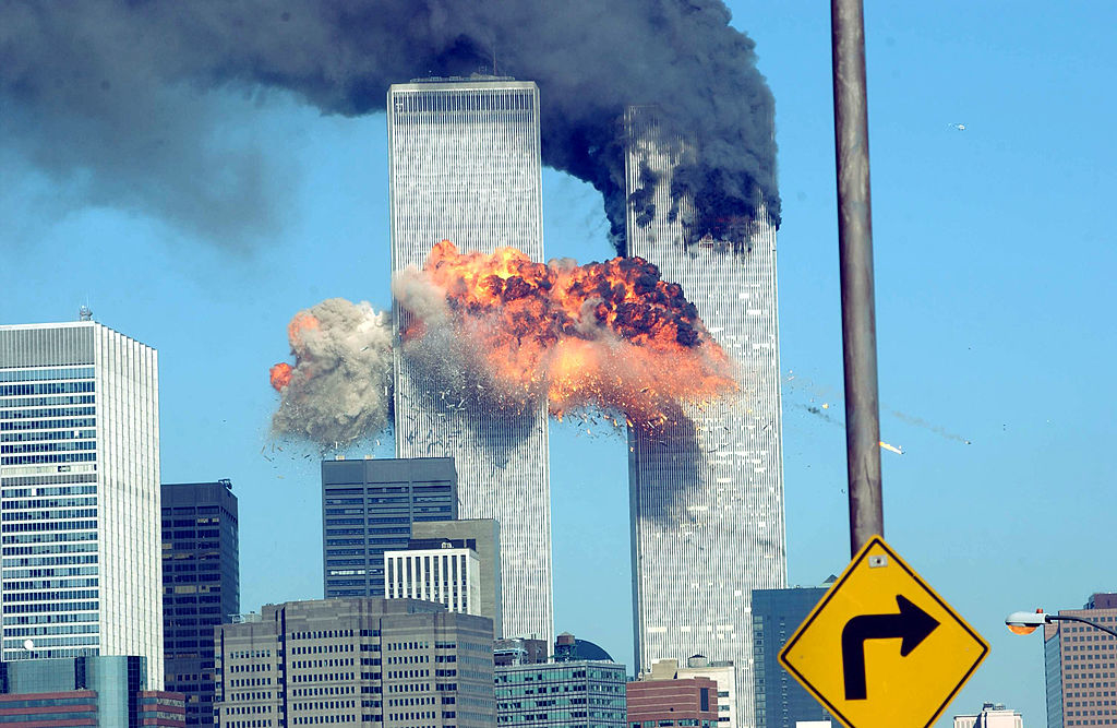 """Tình trạng tương tự cũng xảy ra sau sự kiện 11/9, TT Bush """"con"""" đã ra lệnh đình chỉ lệnh """"Habeas corpus"""" đối với những kẻ liên quan đến cuộc tấn công khủng bố. Khi đó, lệnh này cũng bị Tòa án Liên bang cho là vi hiến. (Getty)"""