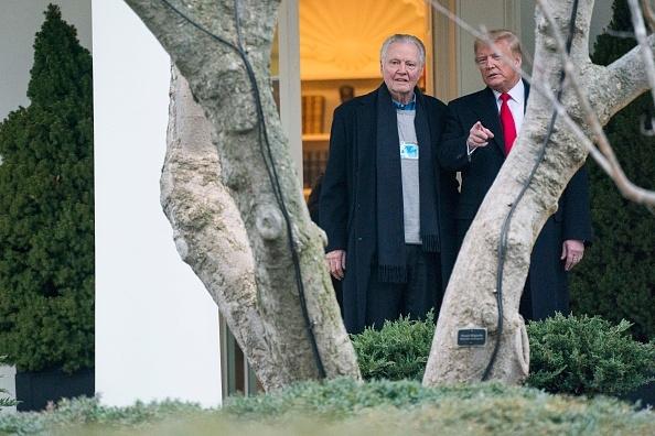"""Ông Voight nói: """"Chúng ta hãy tin vào Thượng đế và cầu nguyện cho chiến thắng của Tổng thống Trump, bởi vì tất cả chúng ta đều biết rằng cuộc kiểm phiếu này đã hỏng rồi."""""""