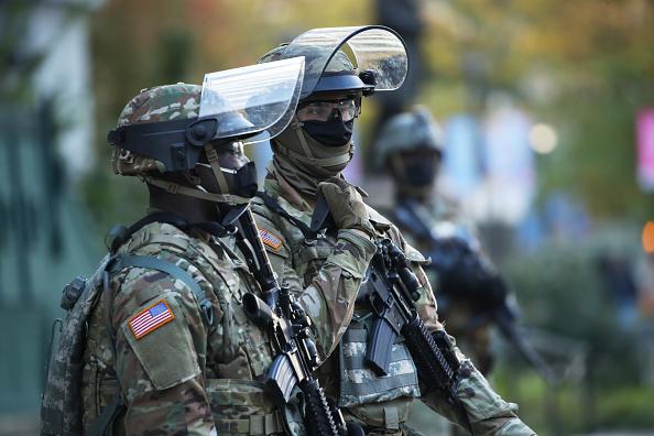 Vào trước ngày bầu cử ở Mỹ, nhiều binh sĩ Vệ binh Quốc gia đã được thông báo sẵn sàng trong trường hợp xảy ra bất ổn dân sự khi có kết quả bầu cử