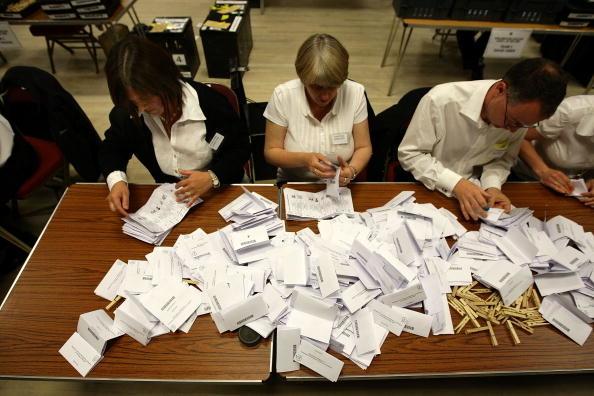 Tổng thống Trump đang có lợi thế dẫn trước Joe Biden, thì việc kiểm phiếu tại những bang này bỗng đột ngột dừng lại vào lúc nửa đêm rạng sáng ngày 4/11.