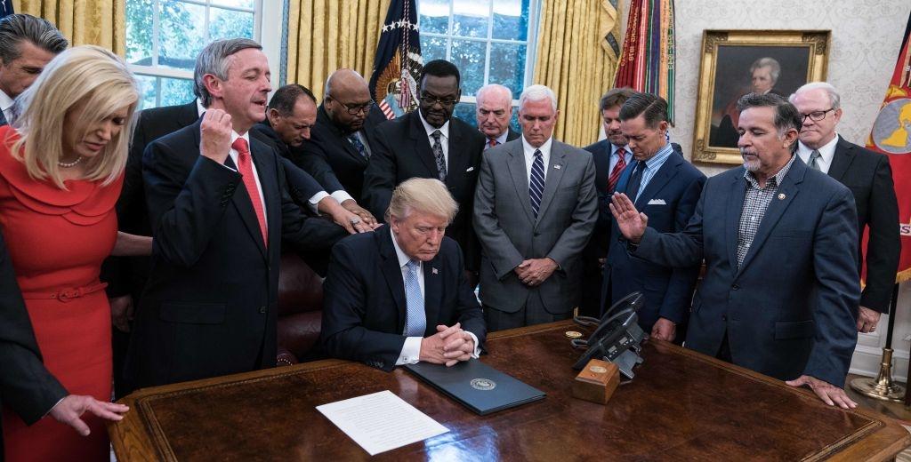 cầu nguyện cho tổng thống Trump