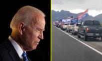 """Biden-Harris lo lắng: """"Số đông thầm lặng"""" ủng hộ Tổng thống Trump kéo dài hàng chục dặm trên các xa lộ"""
