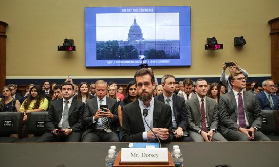Giám đốc điều hành Twitter Jack Dorsey dự một phiên điều trần về tính minh bạch và trách nhiệm của Twitter tại Capitol Hill, ngày 5 tháng 9 năm 2018 tại Washington, DC (Ảnh của Drew Angerer / Getty Images)