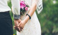 'Con trai, đừng coi vợ như người thân của mình!' - Tâm thư của một người cha gửi con trai trước ngày cưới