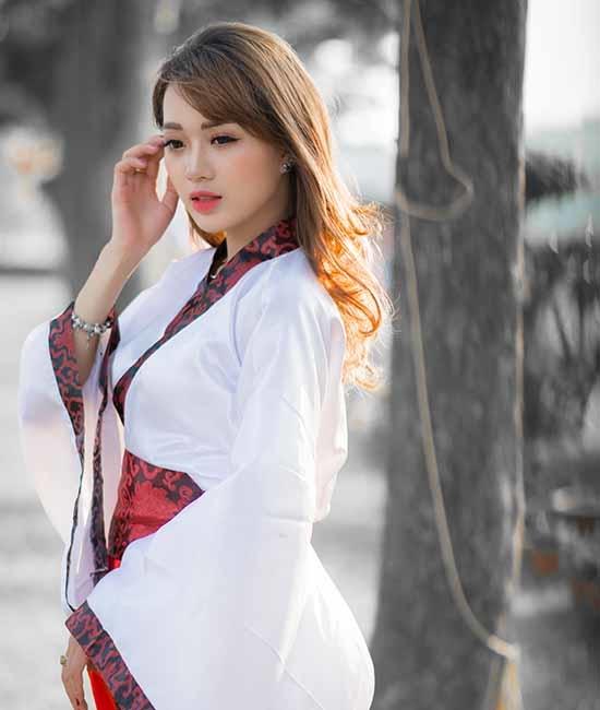 Trang phục của người phụ nữ nhất định không được quá hở hang, che kín càng nhiều càng tốt.