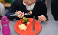 Báo cáo: Trẻ em tại Anh quên mất cách sử dụng dao nĩa trong thời gian cách ly