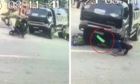[Clip] Khoảnh khắc xe ben tránh người đi xe đạp, đâm thẳng vào 2 người đi xe máy