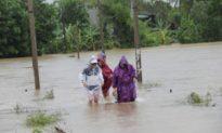 Người dân Quảng Ngãi chạy lũ trong đêm, Quảng Nam mưa lớn nguy cơ sạt lở núi
