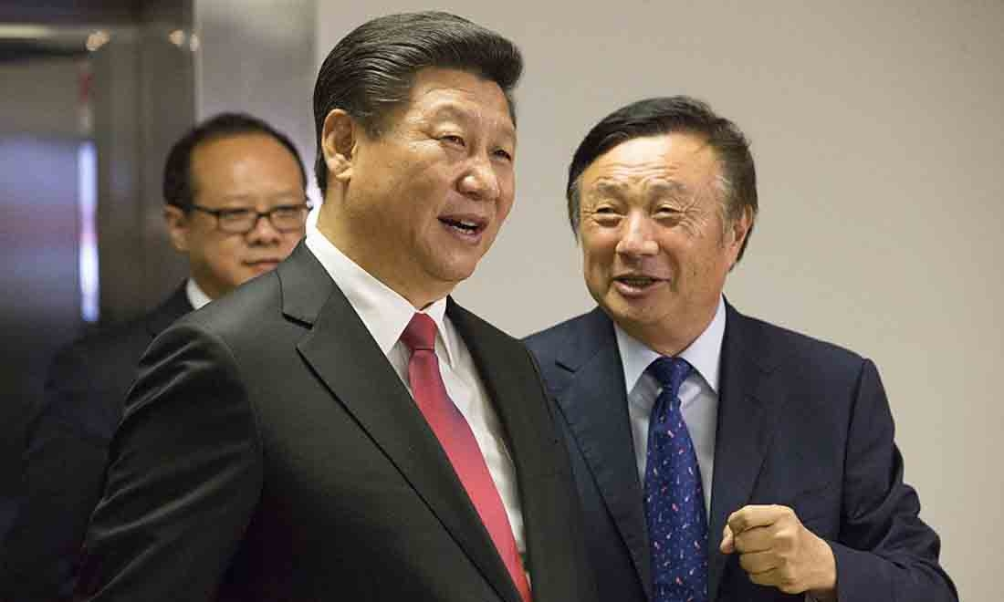 Chủ tịch Trung Quốc Tập Cận Bình (L) được Chủ tịch tập đoàn Huawei Nhậm Chính Phi cho xem các văn phòng của hãng công nghệ Trung Quốc Huawei tại London trong chuyến thăm cấp nhà nước của ông vào ngày 21 tháng 10 năm 2015.(Getty Images)