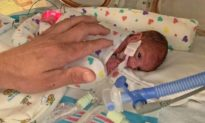 Sinh non tuần thứ 22, em bé sơ sinh nặng 454g đã được về nhà sau 4 tháng chăm sóc đặc biệt