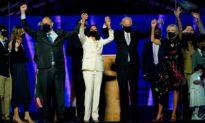 Trong bối cảnh thách thức pháp lý, ứng cử viên Joe Biden lên sân khấu phát biểu sau khi tuyên bố chiến thắng