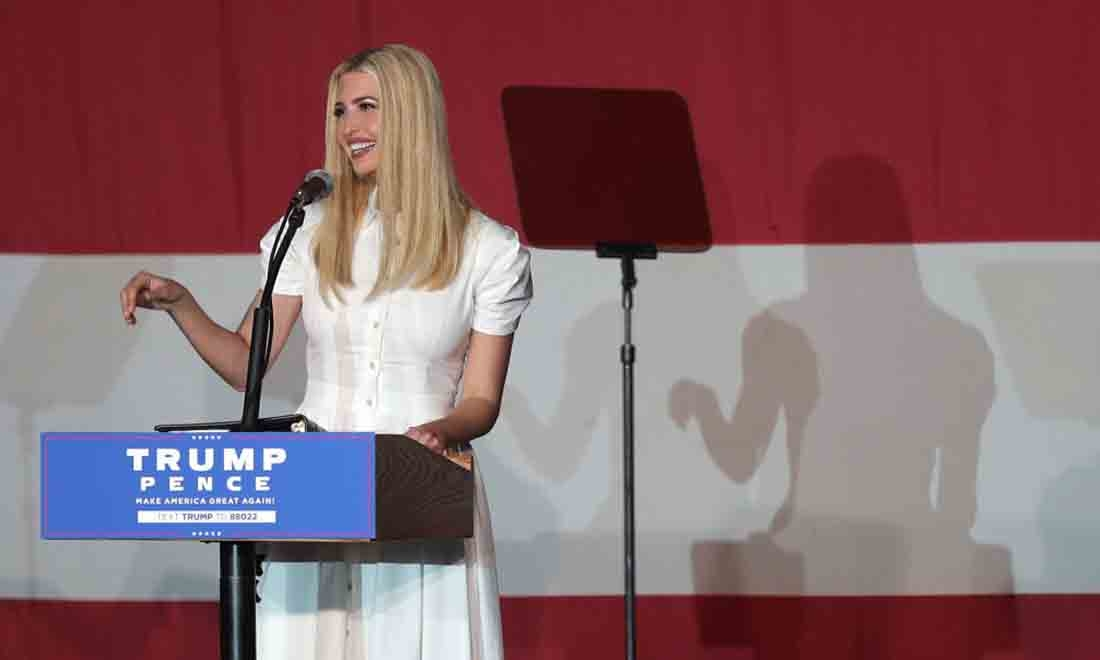Ivanka Trump, con gái của Tổng thống Donald Trump, phát biểu trong một sự kiện tranh cử cho cha cô vào ngày 27 tháng 10 năm 2020 tại Miami, Florida. (Ảnh của Joe Raedle / Getty Images)