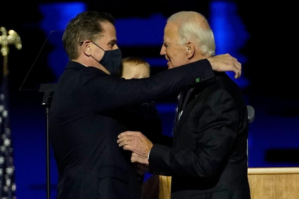 Trung Quốc gài người bên cạnh Hunter Biden để giật dây bầu cử Mỹ?