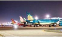 Việt Nam tạm dừng các chuyến bay thương mại từ nước ngoài, có thể giãn cách xã hội