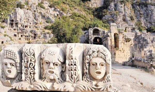 Huyền bí những khuôn mặt tạc trên đá được khai quật ở Stratonikeia, Thổ Nhĩ Kỳ