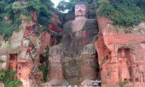Tượng Lạc Sơn Đại Phật khóc trước những tội ác chống lại Thần và nhân loại