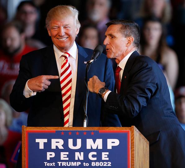 """Ông Trump nhận xét: """"[Flynn] là người vô tội, một người rất tốt. Ông ấy từng là mục tiêu của chính quyền Obama nhằm làm tổn hại đến Tổng thống. Những gì họ làm là đáng xấu hổ"""". (Getty)"""